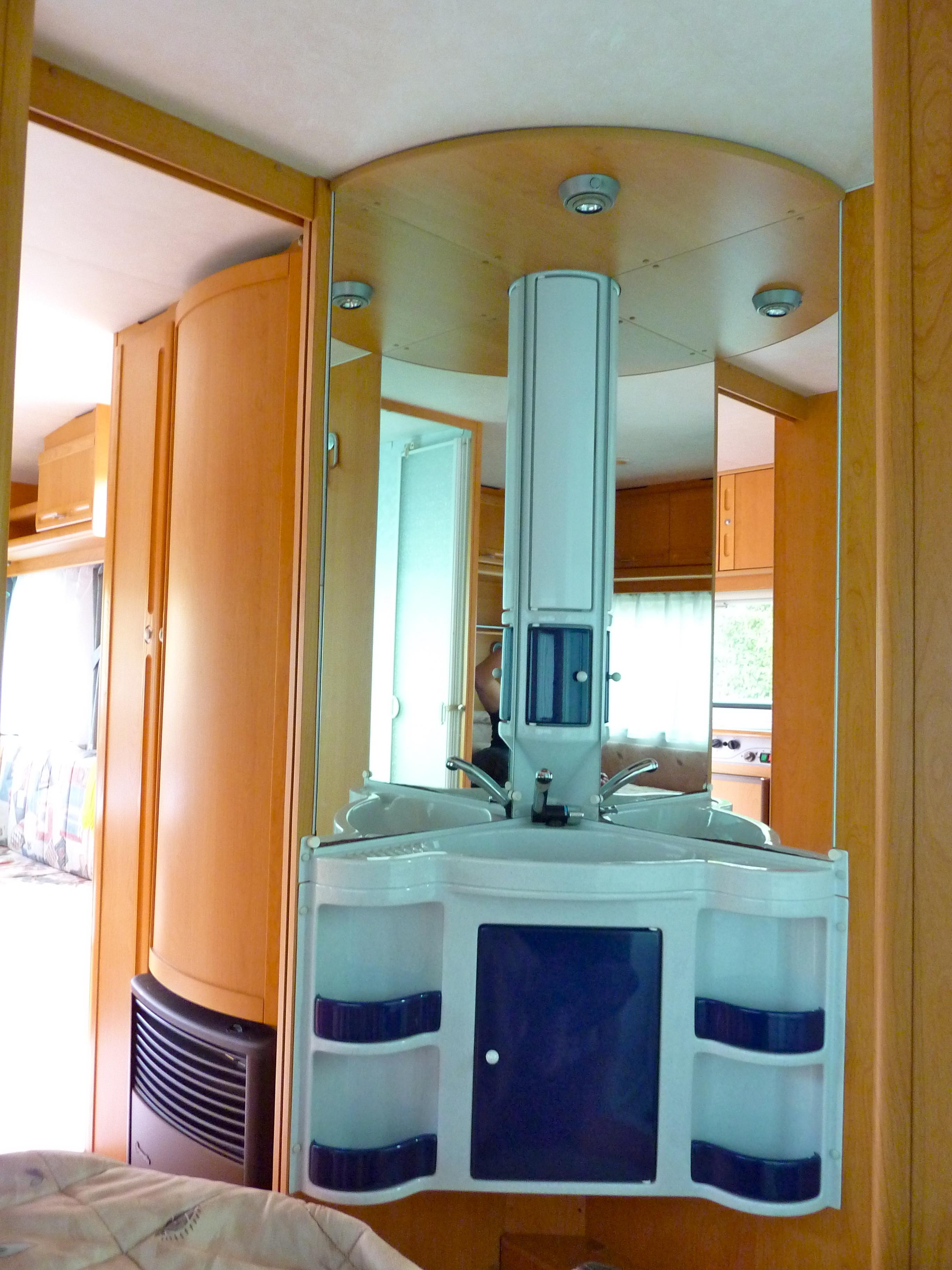 wohnwagen adria 502 mieten happy caravans. Black Bedroom Furniture Sets. Home Design Ideas