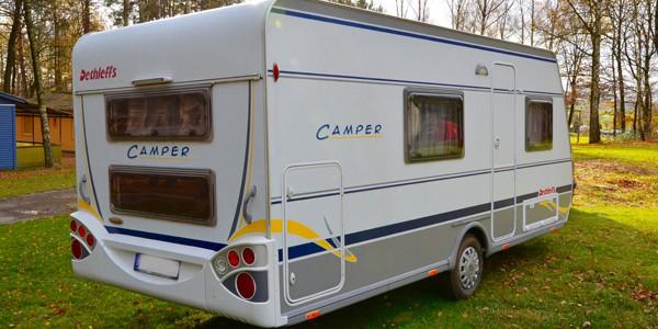 dethleffs-camper-490-heck-seitenansicht-600