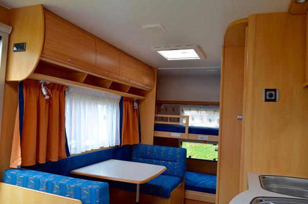 Wohnwagen Mit Etagenbett Festbett Und Mittelsitzgruppe : Wohnwagen mit etagenbett und mittelsitzgruppe